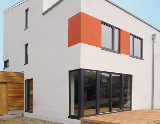 Die Hauszeile hat eine ausgezeichnet gedämmte Gebäudehülle und energieeffiziente Heiztechnik (Foto: Thyroff-Krause)