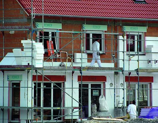 Die Dämmung der Fassaden liegt vorne bei den Maßnahmen zur energetischen Sanierung (Foto: djd/ Fachverband WDVS)