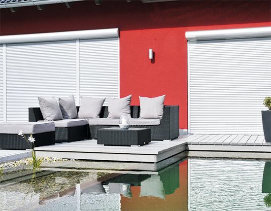 mehr sicherheit mehr privatsph re das eigene haus. Black Bedroom Furniture Sets. Home Design Ideas