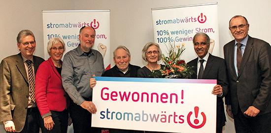 """Veranstalter, Partner, Schirmherr und Gewinner auf der Preisverleihung der """"stromabwärts!""""-Aktion (Foto: Jens Neumann)"""