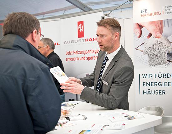 Die IFB-Berater erklären, wie ein Finanzierungsplan für Wohneigentum aussehen kann (Foto: IFB Hamburg/Sandra Gätke)