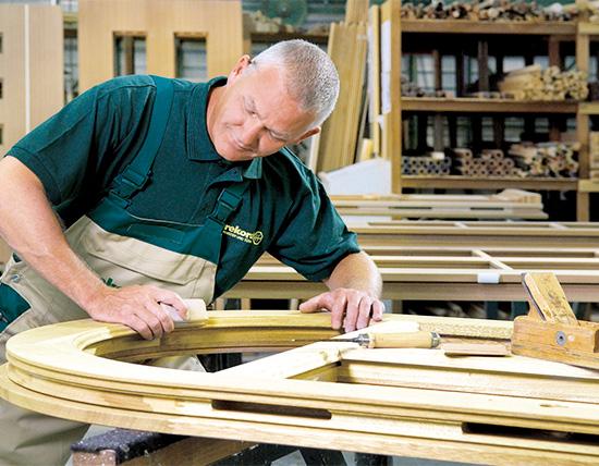 Holz lässt sich in handwerklicher Verarbeitung so vielfältig gestalten wie kaum ein anderes Material