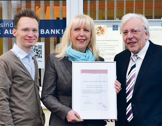 Thomas Gogolok, Barbara Hlubek (TGI-Finanzierungsexperten) und Horst Nörenberg (Leiter Immobilienkunden IB-SH) (Foto: TGI)