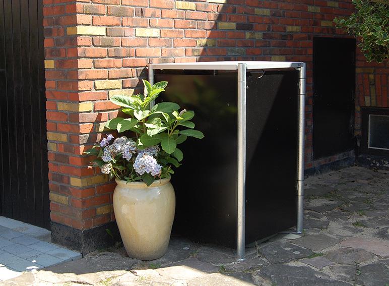 Mülltonne Mit Blumenvase
