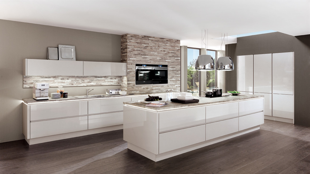 Küche In Braun Und Weiß