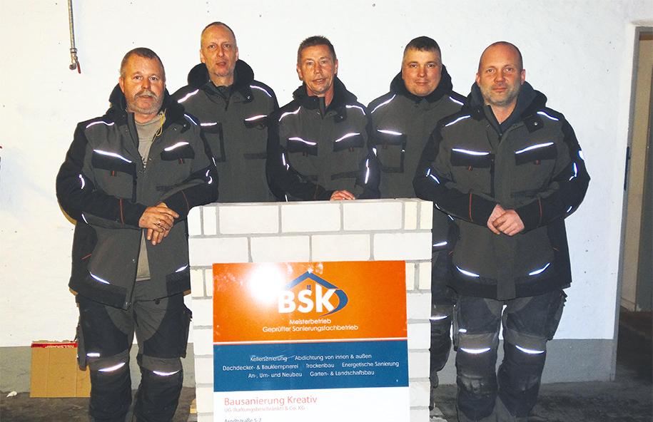 Team Von BSK Vor Firmenschild