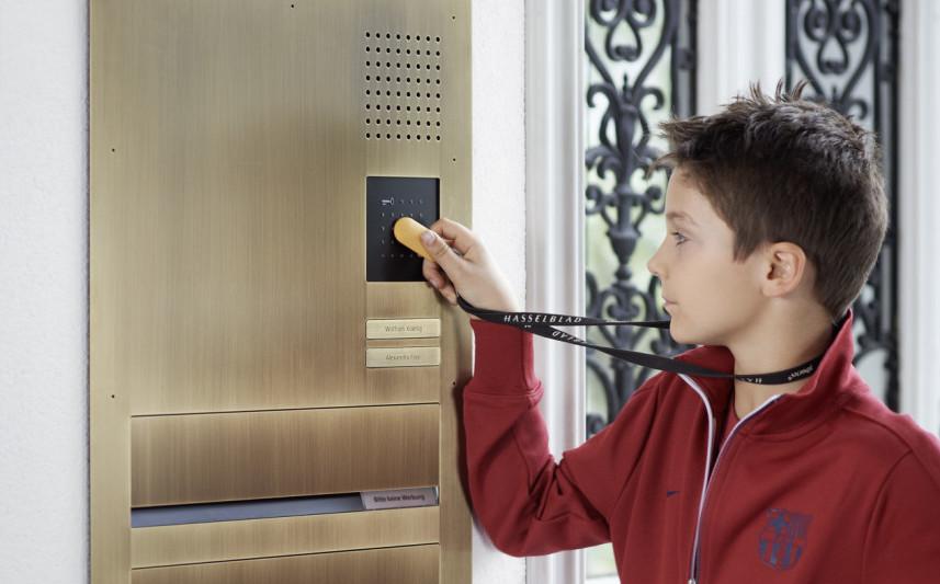 Tür Nutzt Chip Zum Türöffnen