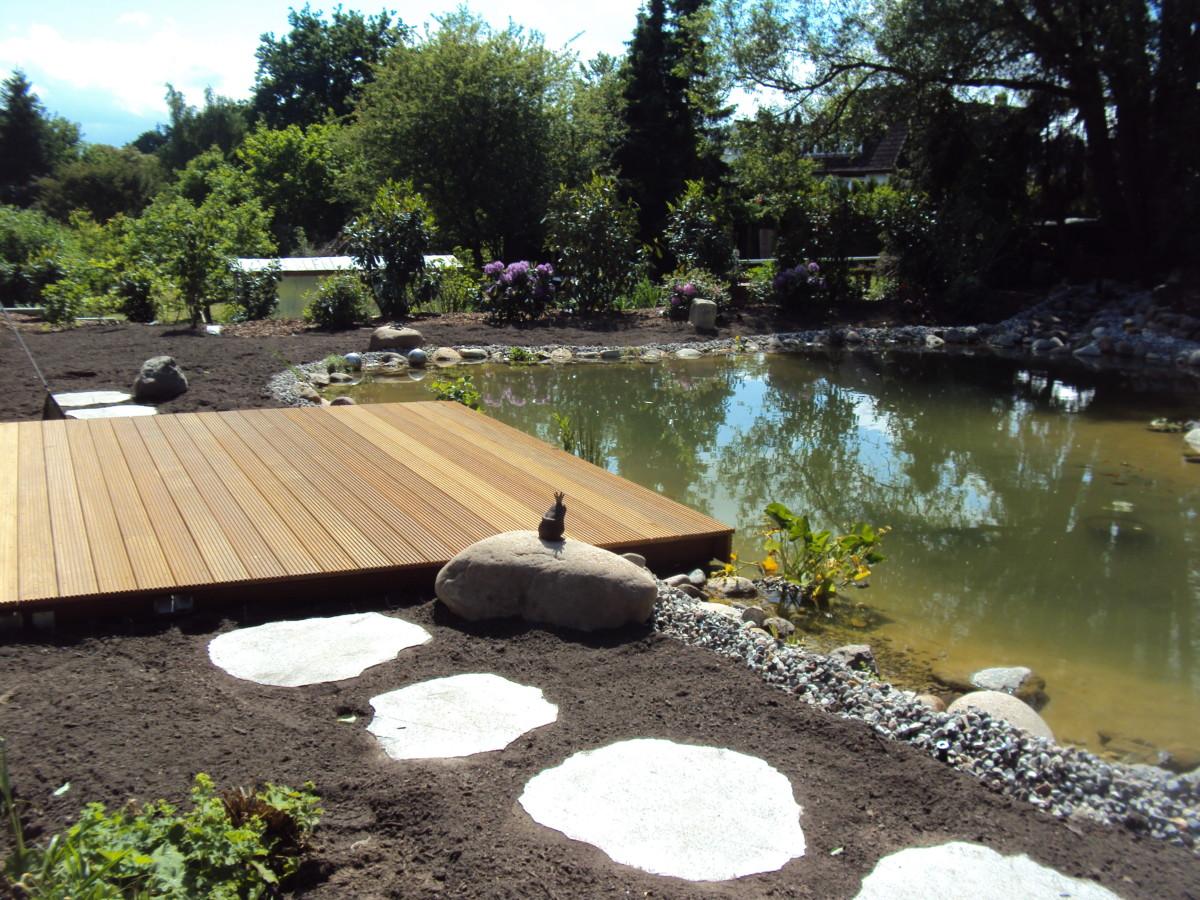 Gartenterrasse Mit Teich