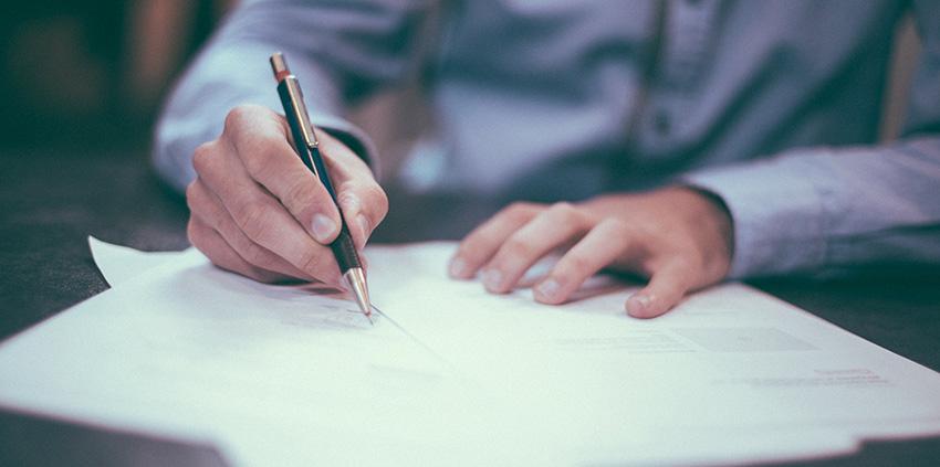 Hände, Schreiben Auf Papier