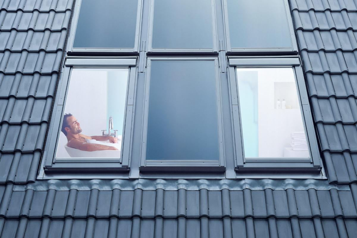Dach Von Außen, Mann Im Bad