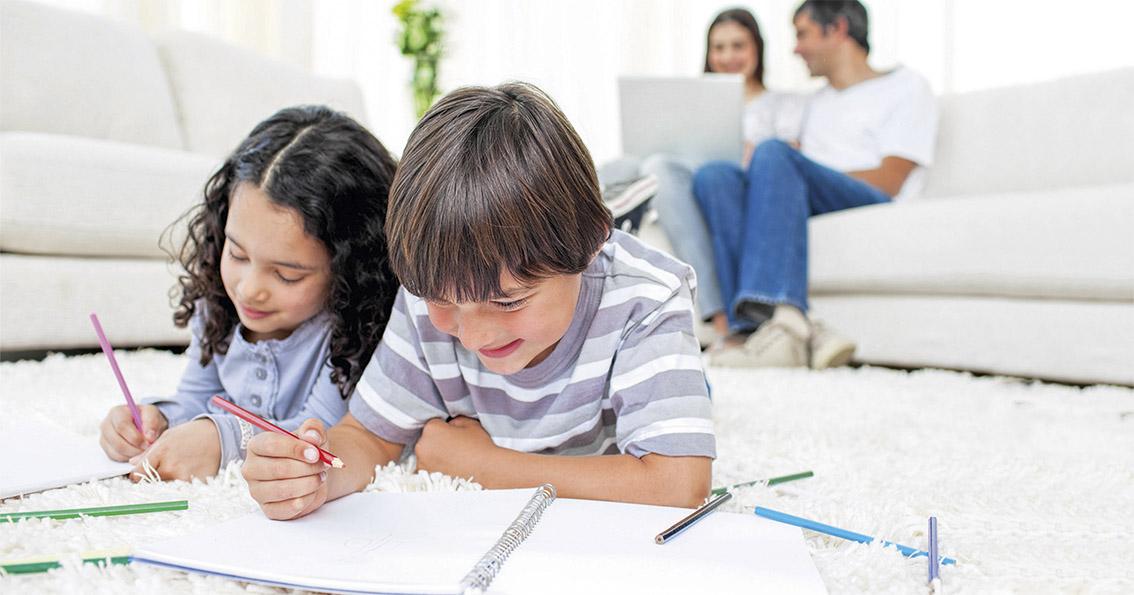 Kinder Malen Auf Dem Teppich