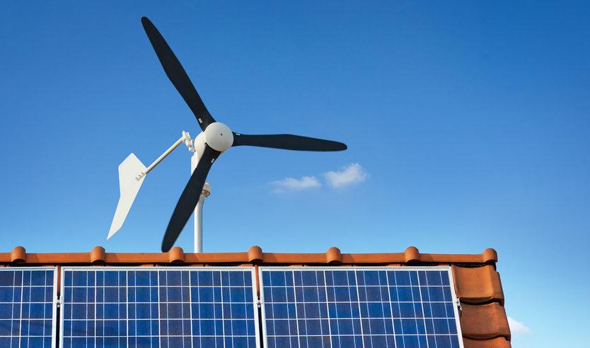 Windrad Und Solaranlage
