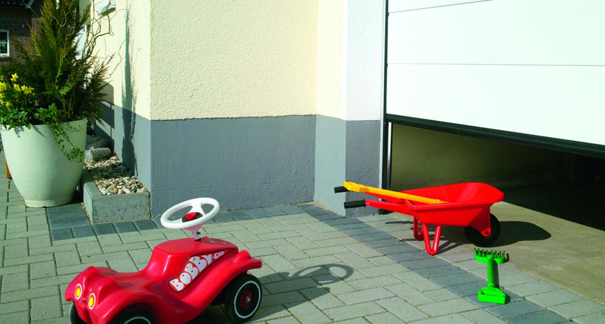Garagentor Und Spielzeug