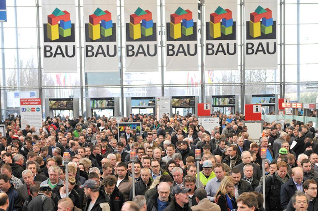 Eingang Der BAU, Viele Menschen