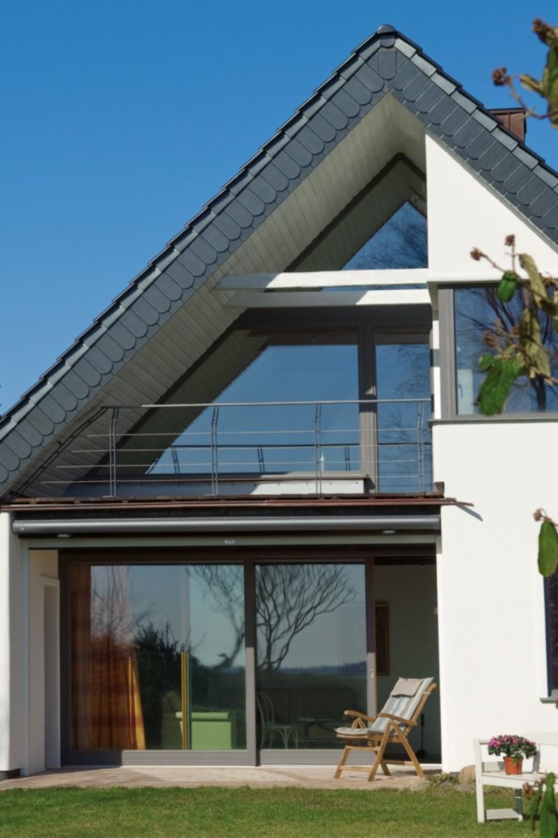 haus mit vielen fenstern balkontren oder with haus mit vielen fenstern landshut viel glas viel. Black Bedroom Furniture Sets. Home Design Ideas