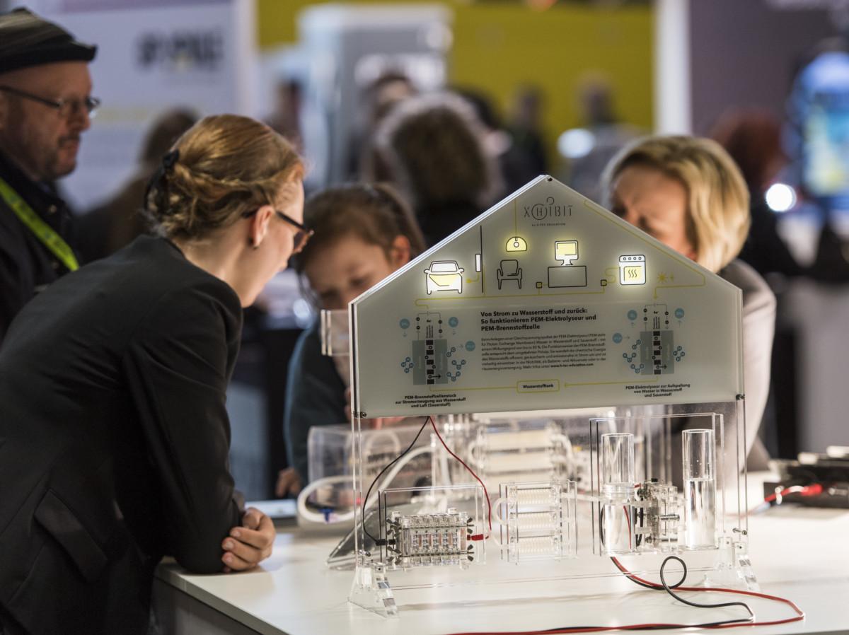 vernetzen verkn pfen zukunft machen das eigene haus. Black Bedroom Furniture Sets. Home Design Ideas